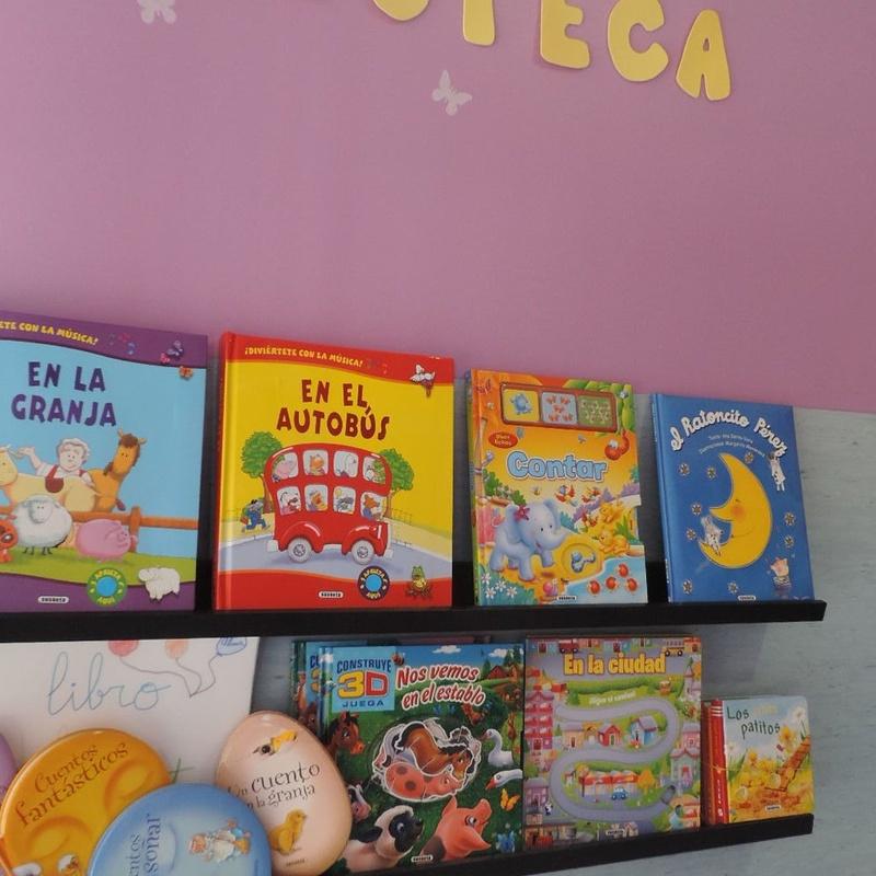 Bliblioteca e intercambio de libros: Servicios de Los Pequeñitos Escuela Infantil