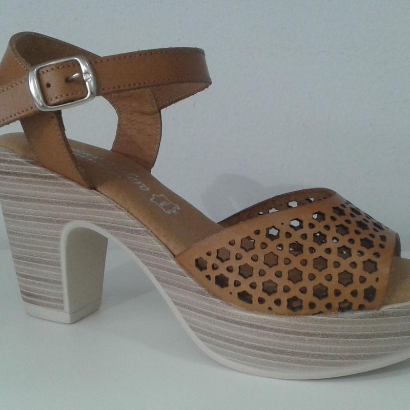 Sandalia plataforma en piel con planta de gel: Calzado y complementos de ZAPATERÍA SCARPE