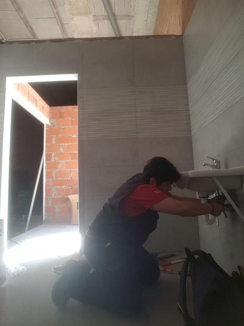 Instalación lavabo para minusvalido en El Ejido