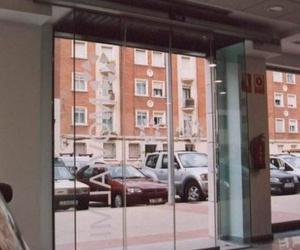 Puerta automática de cristal