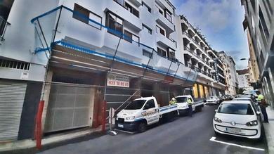 Instalación marquesina de protección en edificio. Tenerife.
