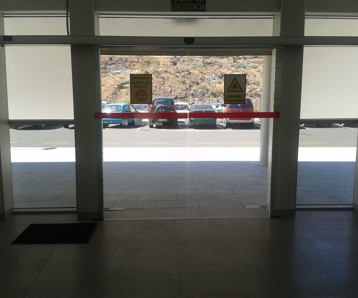 Puertas automaticas de cristal en Tenerife: Servicios de Puertas Automáticas Tomás del Toro