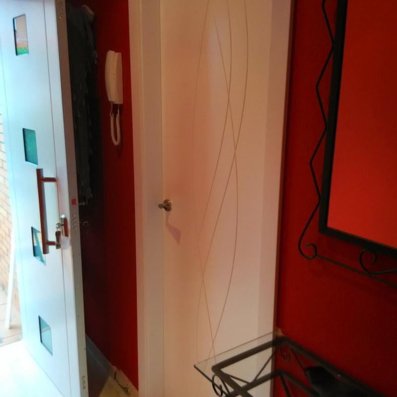 Puerta  de diseño lacada en blanco mod. 988