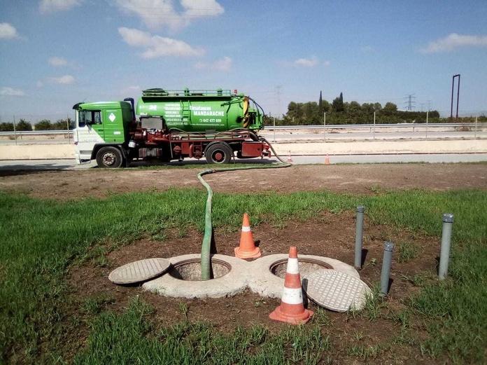 Vaciado de fosas septicas: Servicios  de Desatascos Mandarache