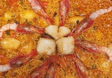 Arroz de lomos de bacalao con gambas roja