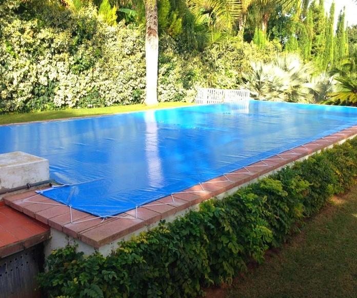 Lona cubre piscina de 12 x 6 metros.