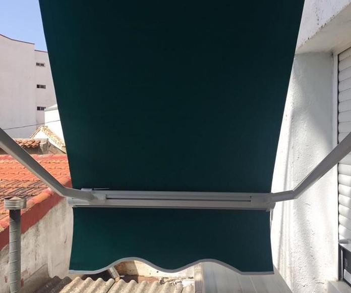 Toldos, capotas y pérgolas: Servicios de JRG Aluminio- PVC