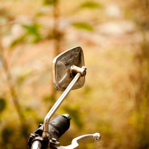 Chasis y retrovisores de motos