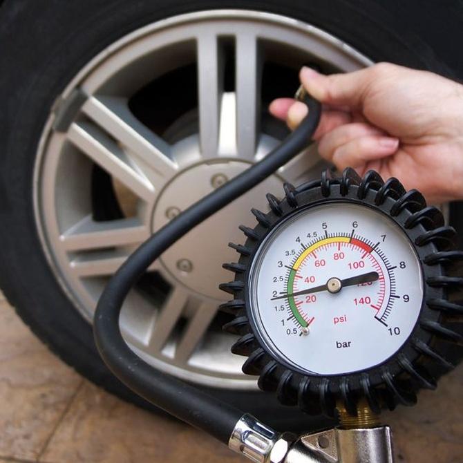 ¿Por qué debo revisar la presión de los neumáticos?