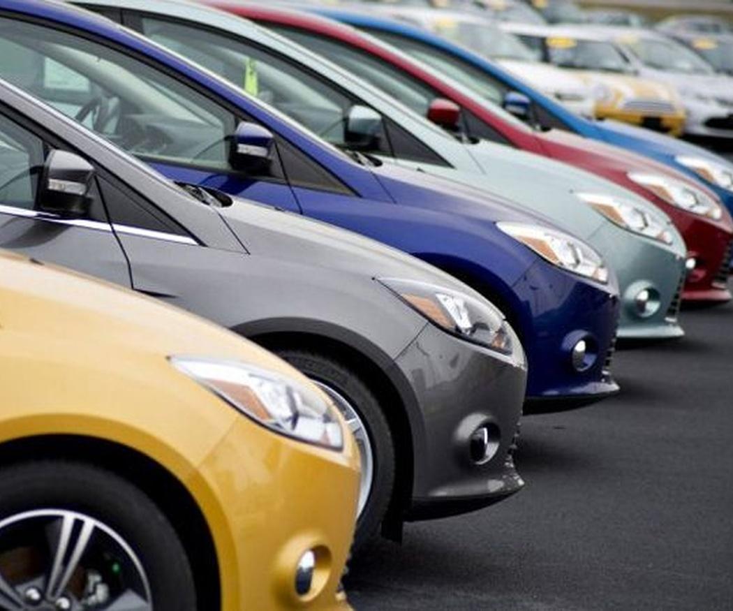 El vinilo es otra manera más barata de cambiar el color de tu coche