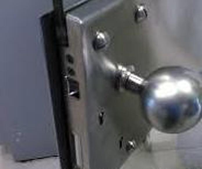 HERRAJES: Servicios de Exposición, Carpintería de aluminio- toldos-cerrajeria - reformas del hogar.