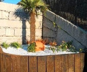 Jardineras realizados con traviesas de madera