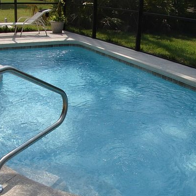 Trucos para cuidar de tu piscina en verano