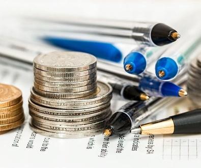 Los empresarios podrían elevar su oferta de subir los salarios un 0,9% como máximo en 2015 y un 1,3%