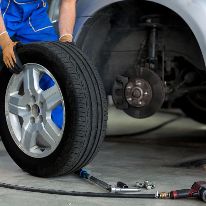 Cambio de neumáticos y contrapesado: Servicios de Autoservicios Alecar  Tu Taller de Confianza