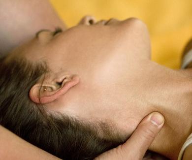 Los beneficios del masaje shiatsu y el láser en las tensiones y contracturas cervicales.