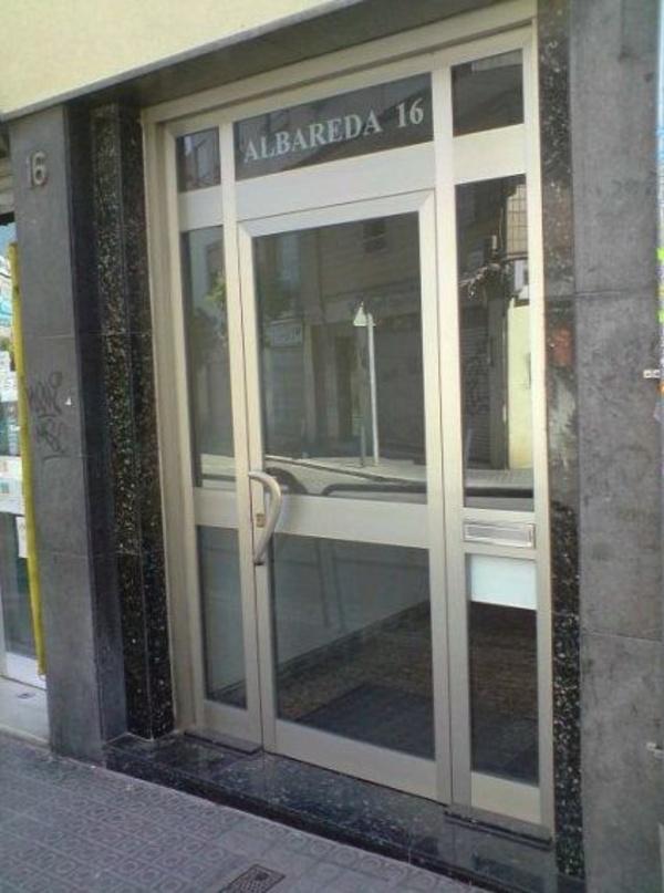 Puertas de aluminio : Especialidades   de Comercial Reyes