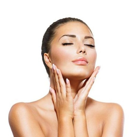 Venta de cosméticos: Productos y servicios de Salón de Belleza M. del Carmen Valero