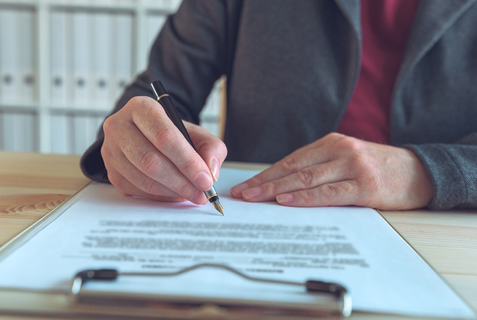 businesswoman-signing-contract-and-business-partne-U8MC9P6.jpg