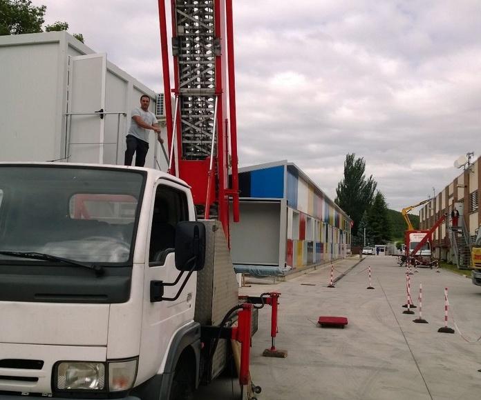 Traslado de oficinas en MTorres utilizando dos montamuebles simultáneamente.