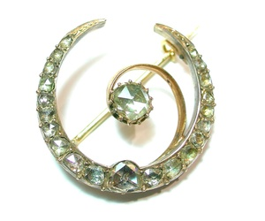 Broche media luna con Diamantes. VENDIDO