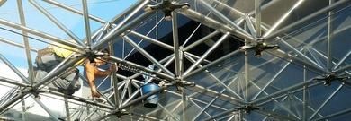 Trabajos verticales de limpieza de fachadas y cristales en Barajas, Hortaleza y Coslada