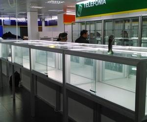 ESTANTERIAS COLOCADAS EN UNA IMPORTANTE TIENDA DE ELECTRODOMESTICOS DE ZARAGOZA