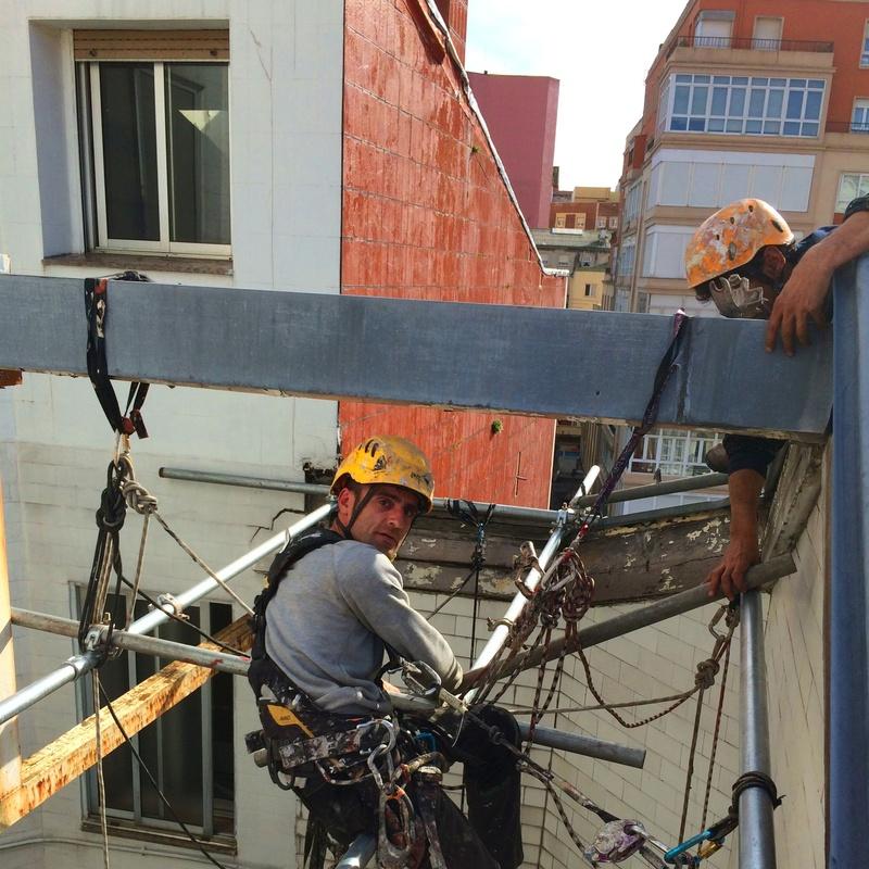 Repara fachada patio Santander.
