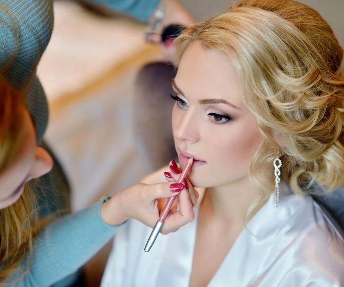Maquillaje: Tratamientos de Azul Salón De Belleza