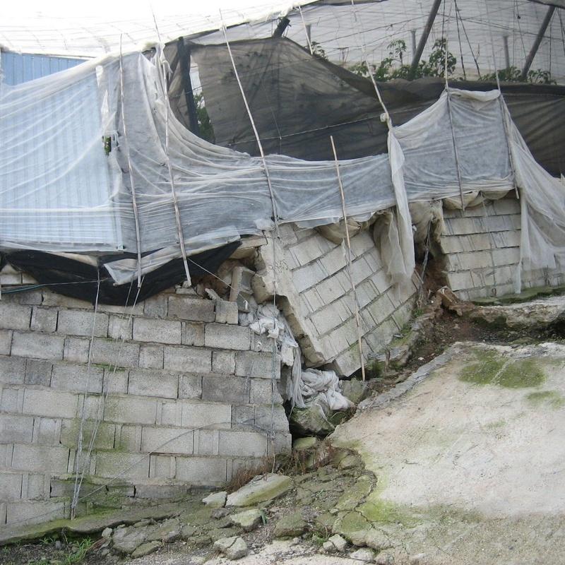 Deslizamiento de invernadero y vial en Albuñol (Granada)