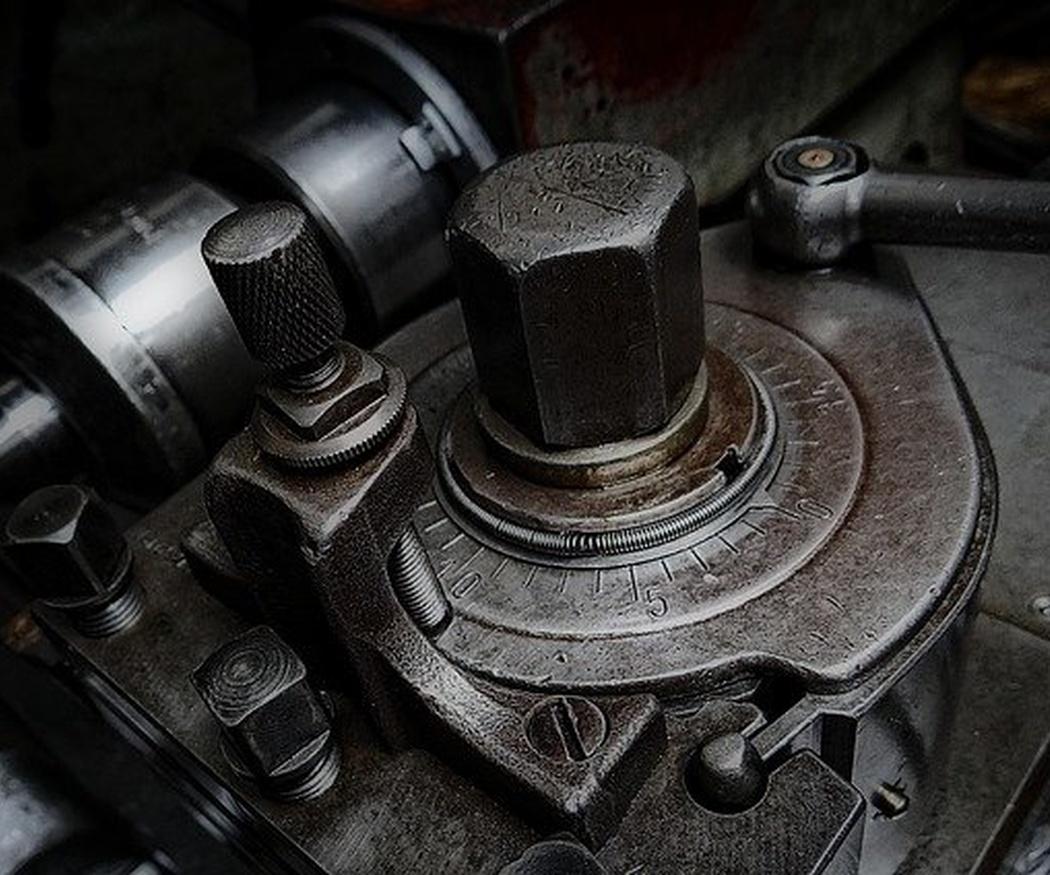 ¿Qué materiales se utilizan para las piezas de maquinaria de precisión?