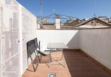 Ancha de Capuchinos. Piso duplex amueblado en alquiler. 3 dormitorios, 2 cu