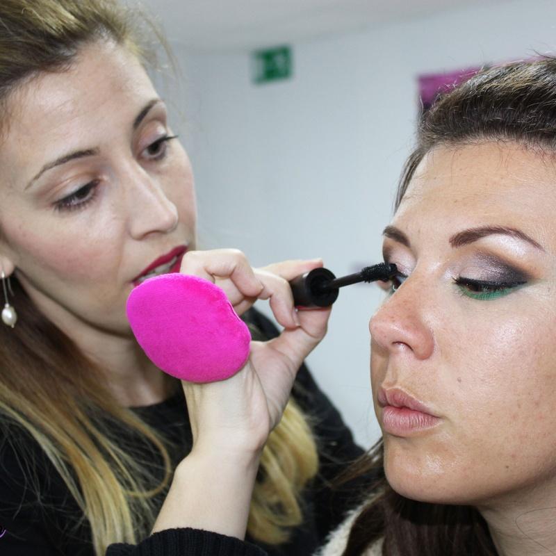 Cursos de maquillaje profesional: Servicios de Brush Up Escuela