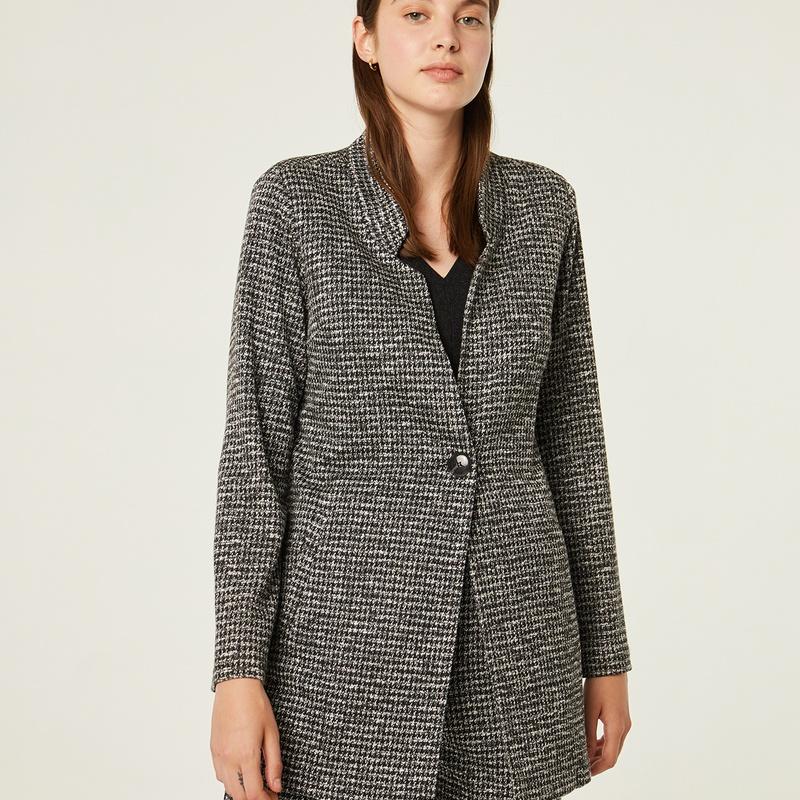 Conjunto chaqueta y pantalón en tonos grises y negros: Catálogo de Manuela Lencería