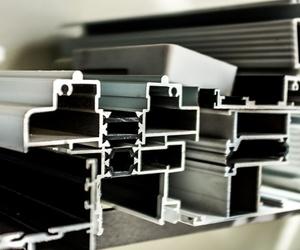 Fabricación de productos de aluminio y pvc