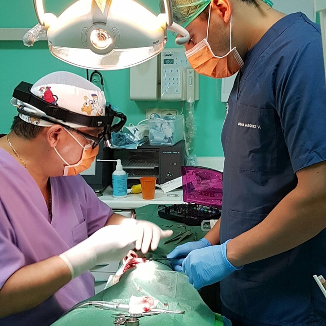 ¿Qué hace un cirujano oral?