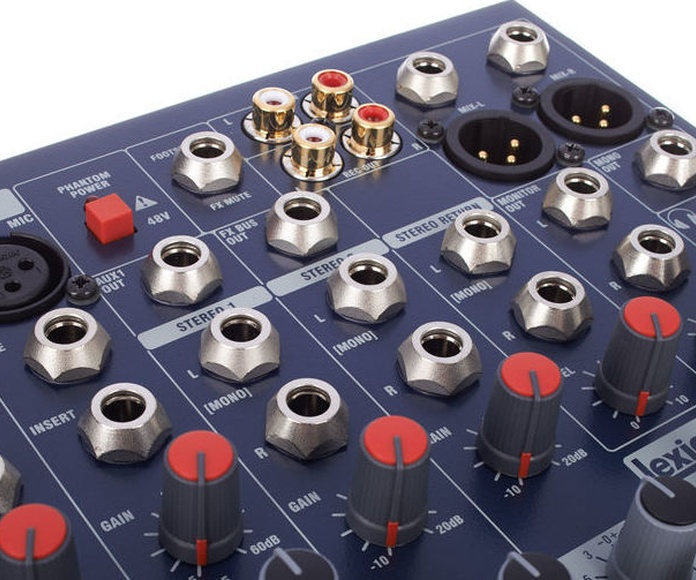 Mesa Soundcraft con efectos LExicon, 8 canales mono y 2 stereo