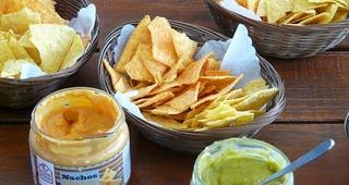 Cómo recalentar unos nachos con queso