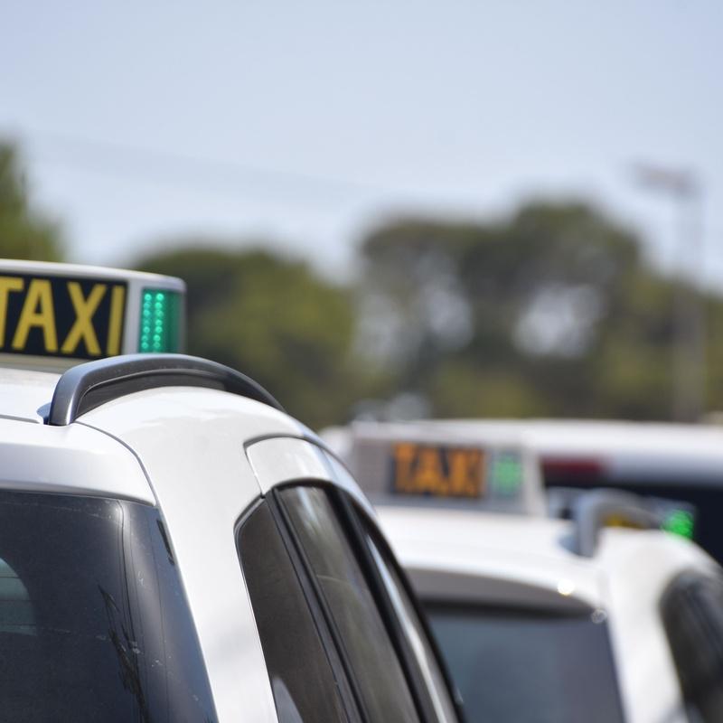 Recogidas concertadas en la estación del Ave de Málaga: Servicios de Taxi 12 Ronda