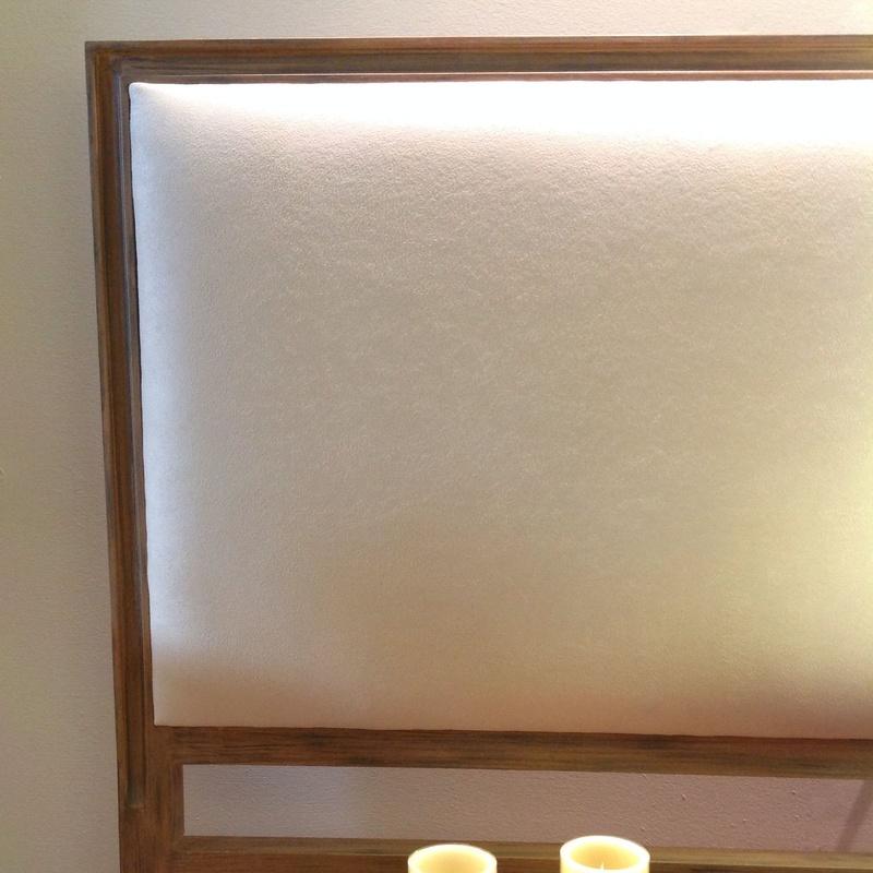 Cabecero tapizado con madera vista: Catálogo de Ste Odile Decoración