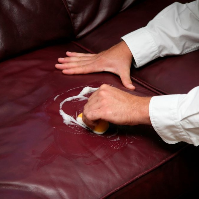 Cómo mantener limpios y brillantes los sillones y sofás de piel