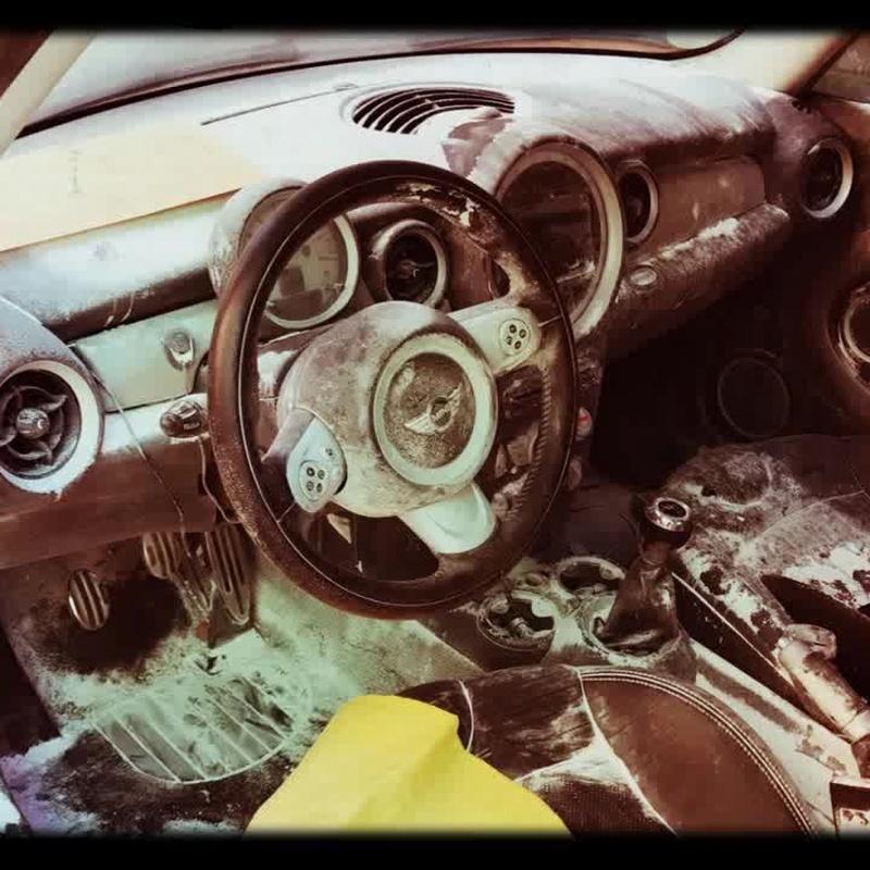 Rotura de extintor dentro vehículo