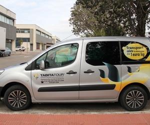 Amplia flota de autocares y minibuses para el traslado de pasajeros