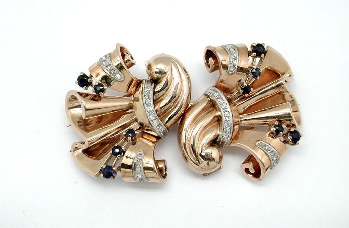Broche desmontable en oro de 18k, diamantes y zafiros. Circa: 1940: Catálogo de Antigua Joyeros