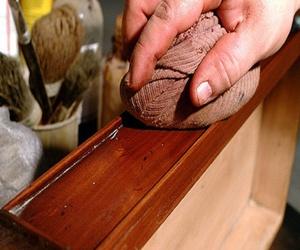 Repara fácilmente los arañazos en tus muebles de madera natural