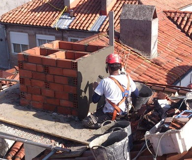 Limpieza de tejados o cubiertas y mantenimiento de comunidades de vecinos en Santander-Cantabria.