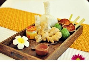 Masaje de espalda, hombro y cabeza + reflexología tailandesa y piernas