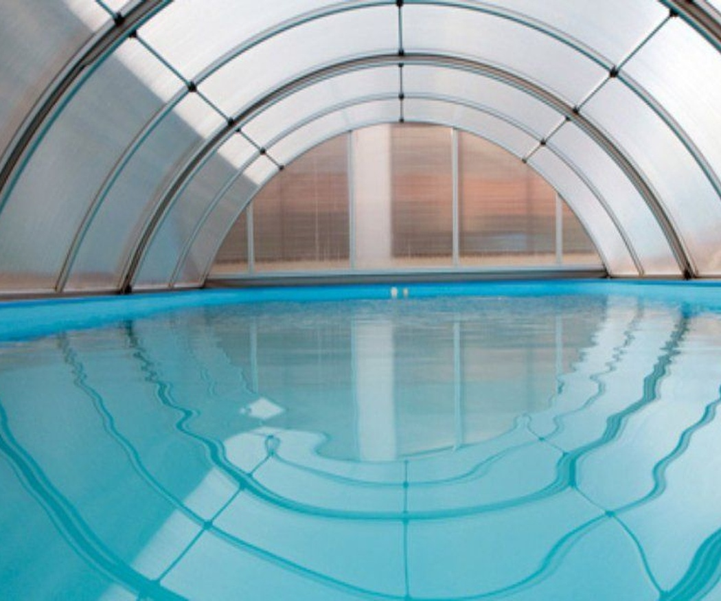 Por qué deberías instalar un cerramiento en tu piscina