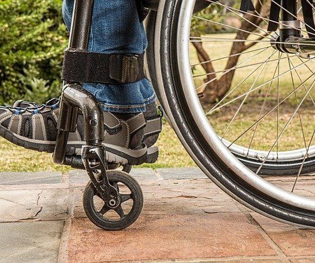 Cómo evitar caídas con la silla de ruedas