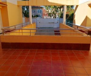 Barandilla de acero inoxidable diseñada y montada en zona común  de comunidad de vecinos.